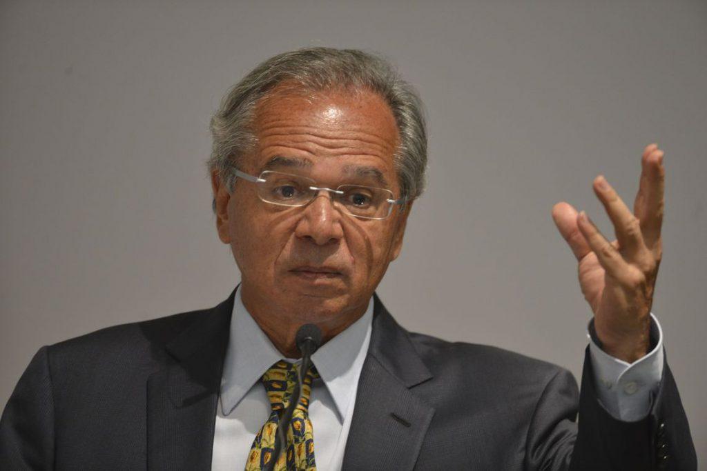 Guedes quer reduzir Imposto de Renda de empresas à metade
