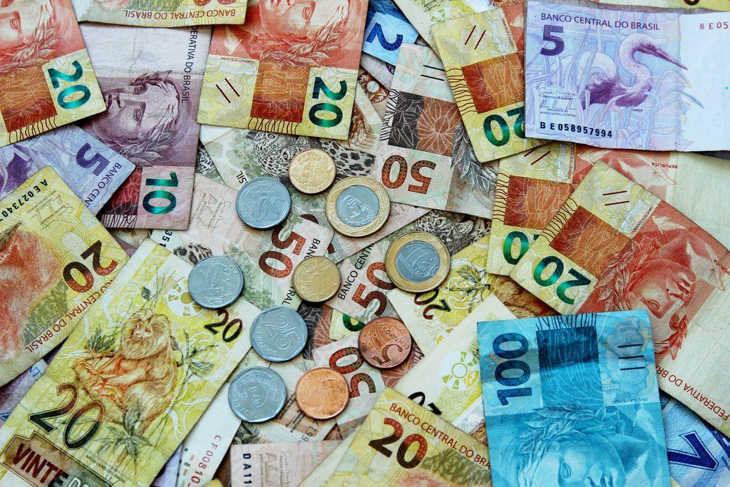 Economia deve crescer moderadamente nos próximos meses, diz Bradesco
